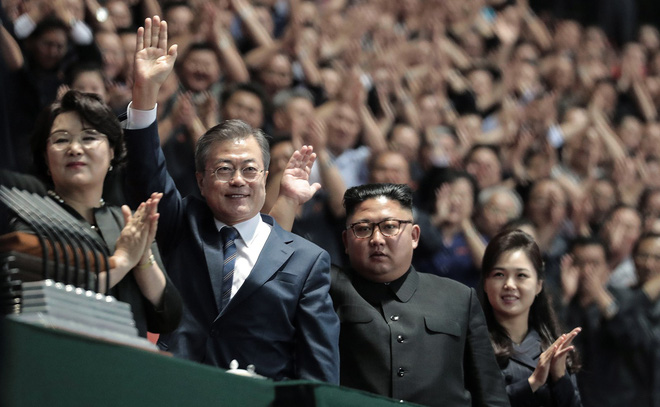 Khoảnh khắc lịch sử: Lần đầu tiên một Tổng thống Hàn Quốc phát biểu trước biển người Triều Tiên - Ảnh 4.