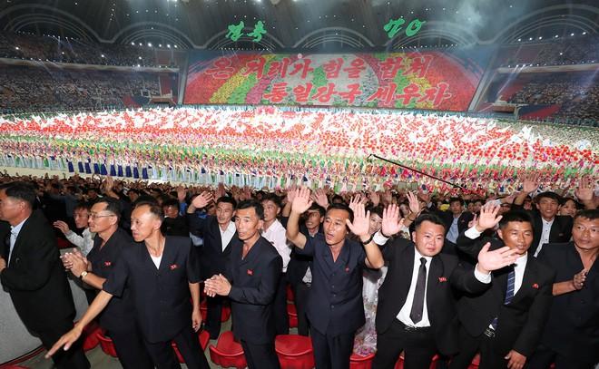 Khoảnh khắc lịch sử: Lần đầu tiên một Tổng thống Hàn Quốc phát biểu trước biển người Triều Tiên - Ảnh 7.