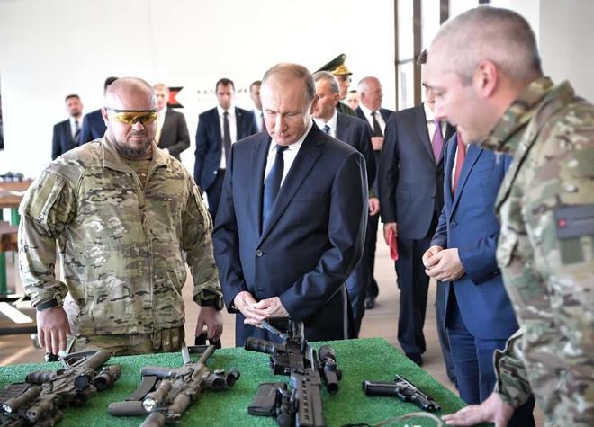 TT Putin đích thân bắn thử súng bắn tỉa mới của Kalashnikov: Kết quả đáng kinh ngạc - Ảnh 7.