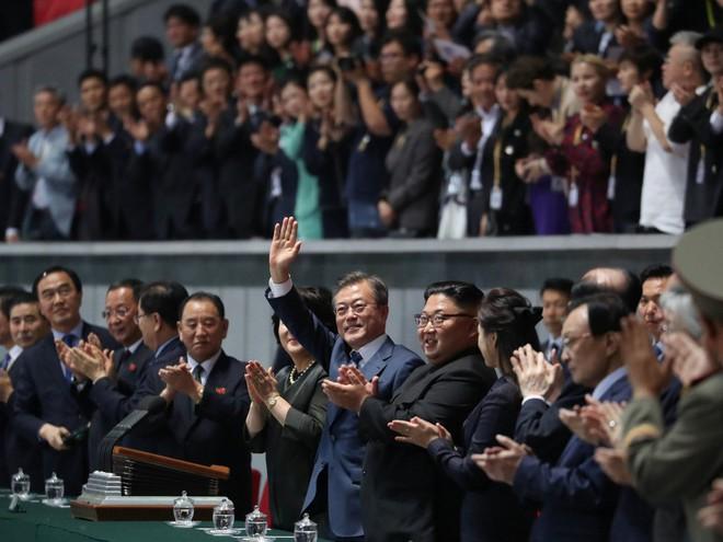 Khoảnh khắc đi vào lịch sử: Những sự kiện chưa từng có tiền lệ trong chuyến thăm Triều Tiên - Ảnh 11.