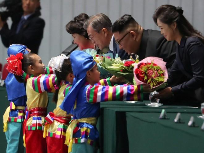 Khoảnh khắc đi vào lịch sử: Những sự kiện chưa từng có tiền lệ trong chuyến thăm Triều Tiên - Ảnh 16.