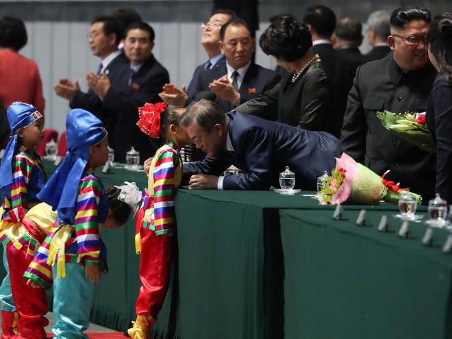 Khoảnh khắc đi vào lịch sử: Những sự kiện chưa từng có tiền lệ trong chuyến thăm Triều Tiên - Ảnh 17.