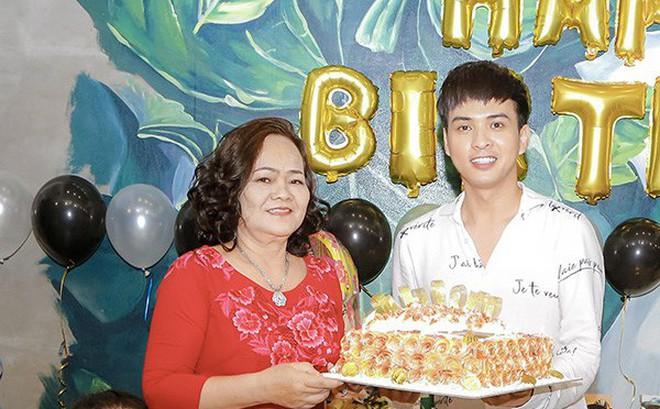 Hồ Quang Hiếu tổ chức sinh nhật cùng fan và người thân tại nhà riêng