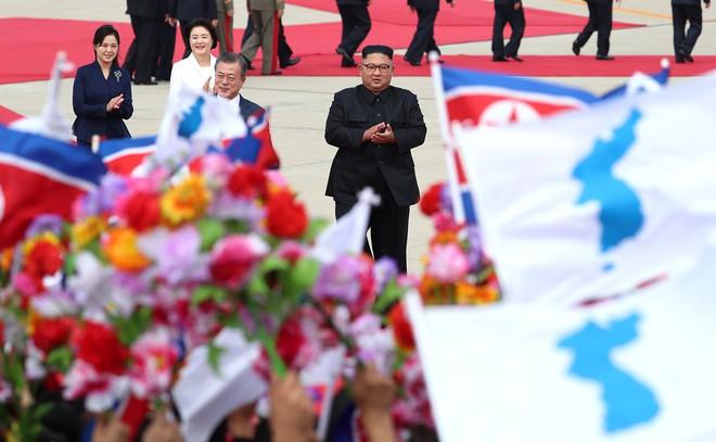 Khoảnh khắc đi vào lịch sử: Những sự kiện chưa từng có tiền lệ trong chuyến thăm Triều Tiên - Ảnh 2.