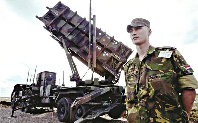 """Mời Mỹ thiết lập căn cứ quân sự: Ba Lan thực hiện chiến lược """"lời chào cao hơn mâm cỗ""""?"""