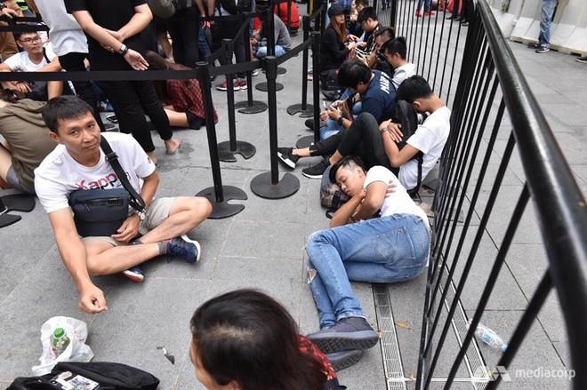 Người Việt Thứ nhất mua được iPhone XS trên đất Singapore: Tôi phải ra sân bay và về ngay Việt Nam - Ảnh 4.