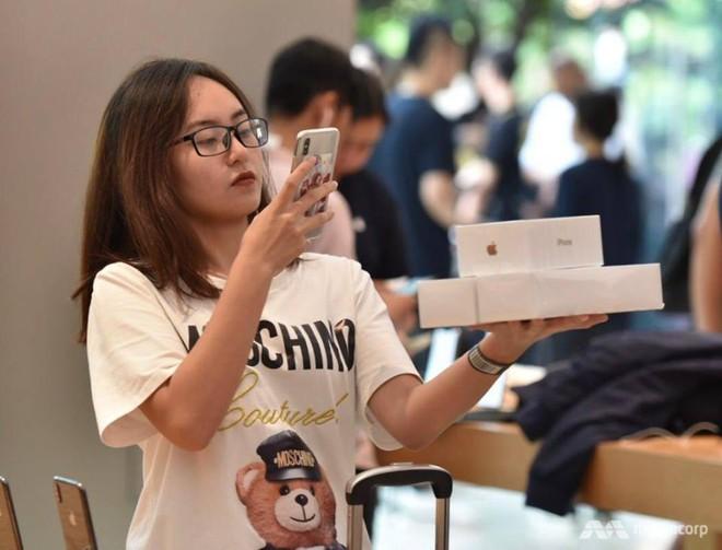 Người Việt Thứ nhất mua được iPhone XS trên đất Singapore: Tôi phải ra sân bay và về ngay Việt Nam - Ảnh 2.