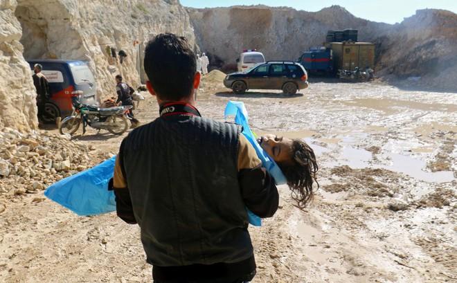 """Truyền thông Syria tung video """"vạch trần"""" cảnh dàn dựng tấn công hóa học ở Idlib"""