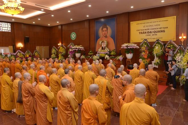 Tăng ni, phật tử TP HCM cầu nguyện, tưởng niệm Chủ tịch nước Trần Đại Quang - Ảnh 12.
