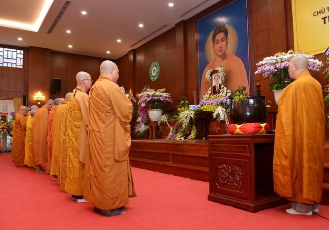 Tăng ni, phật tử TP HCM cầu nguyện, tưởng niệm Chủ tịch nước Trần Đại Quang - Ảnh 4.