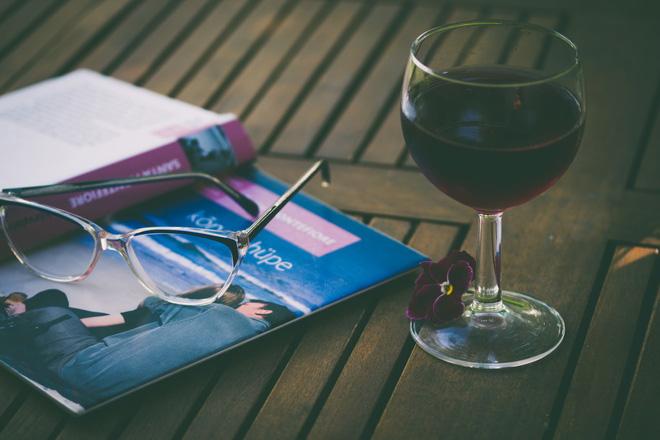 Uống rượu vang trước khi ngủ có thể giảm cân? - Ảnh 1.