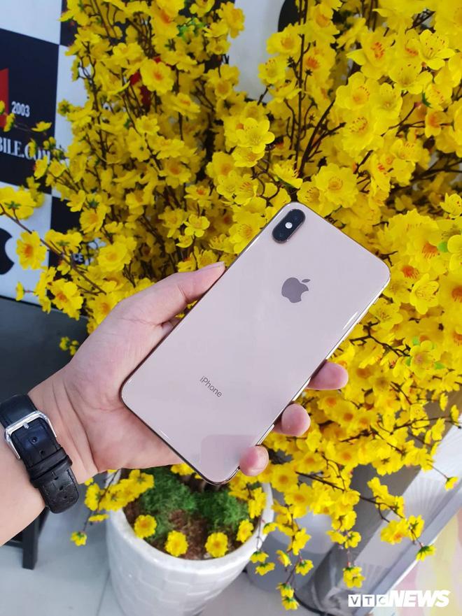 Giá iPhone XS Max ở Việt Nam giảm gần 1 nửa sau 2 ngày mở phân phối - Ảnh 1.