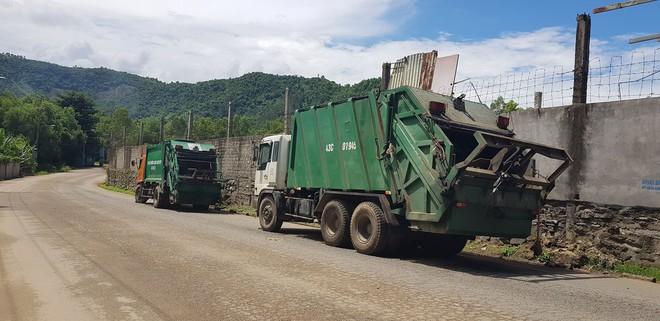 Người dân dựng lều, ngày đêm phong tỏa bãi rác lớn nhất Đà Nẵng  - Ảnh 3.