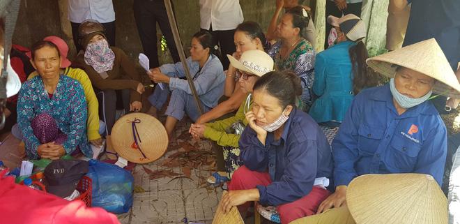 Người dân dựng lều, ngày đêm phong tỏa bãi rác lớn nhất Đà Nẵng  - Ảnh 1.