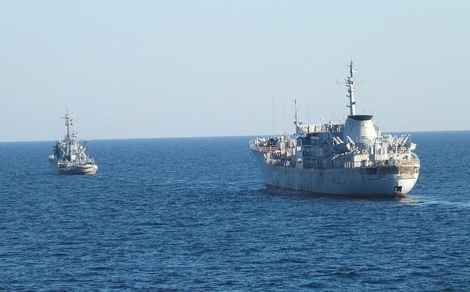 Tàu hải quân Ukraine tiến gần Crimea, biên phòng Nga lập tức áp sát