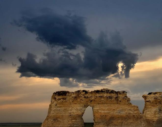 Những đám mây kỳ quặc có thể bạn không tin vào mắt mình - Ảnh 2.