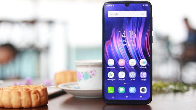 5 phút sạc, 3.8 giờ liên lạc: Vivo V11i đang là smartphone siêu tiện dụng  - Ảnh 1.