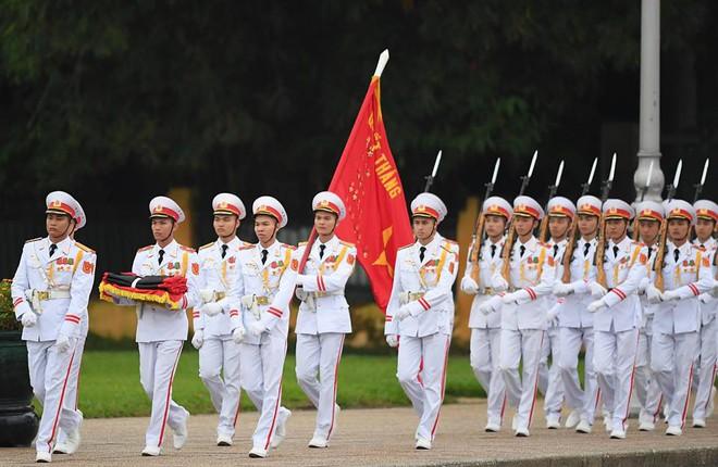 Khắp nơi treo cờ rủ Quốc tang Chủ tịch nước Trần Đại Quang - Ảnh 3.