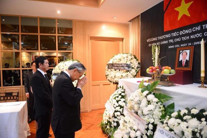 Thủ tướng Thái Lan Prayut Chan-ocha viếng cố Chủ tịch nước Trần Đại Quang - Ảnh 2.