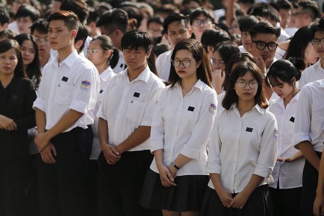 Nhân dân Thủ đô xếp hàng dài vào viếng Chủ tịch nước Trần Đại Quang - Ảnh 5.