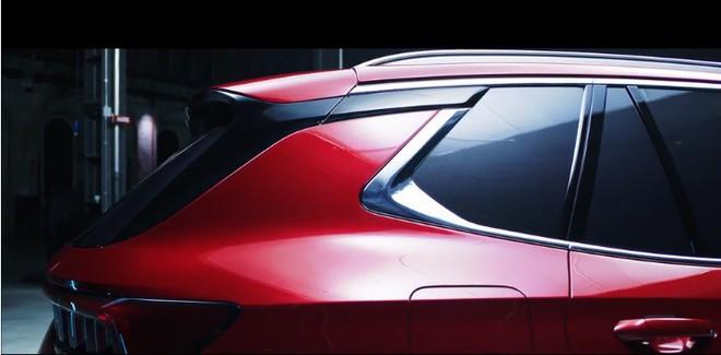 Lộ ảnh CEO VinFast bên chiếc SUV phiên bản trắng? - Ảnh 1.
