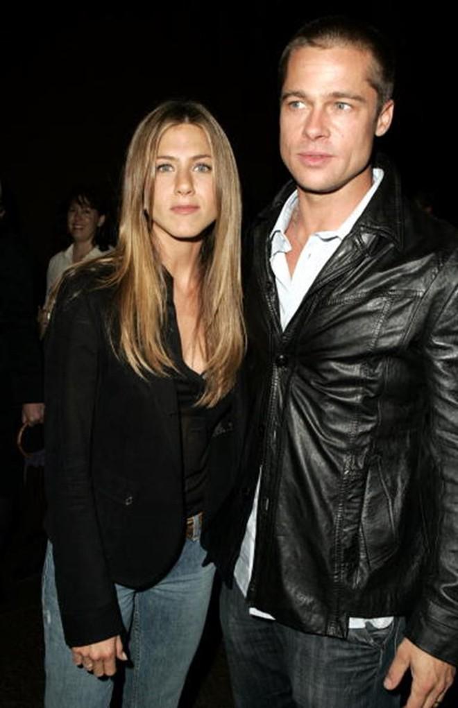 Rộ tin Angelina Jolie bỗng cầu xin quay lại với Brad Pitt vì sợ anh tái hợp Jennifer Aniston - Ảnh 2.
