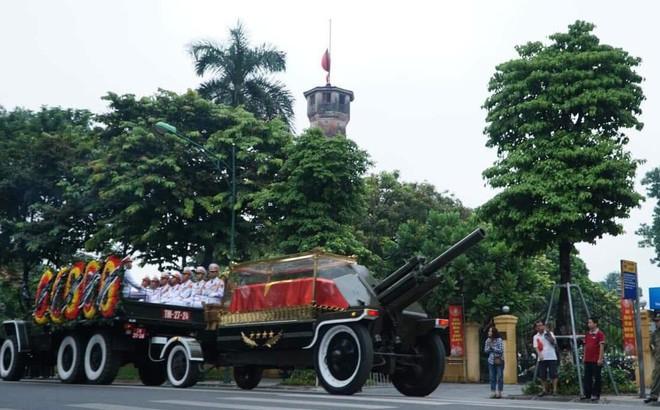 Hành trình linh xa đưa Chủ tịch nước Trần Đại Quang qua các ngõ phố Hà Nội để về quê nhà