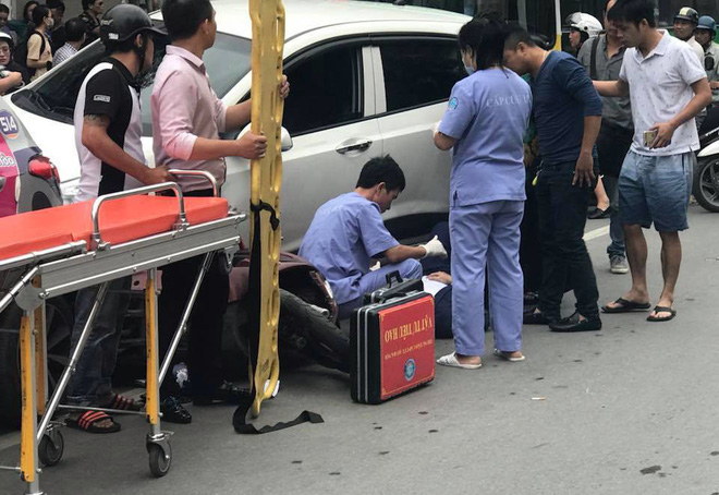 Ô tô con đâm gục hàng loạt xe máy trên phố Hà Nội, 3 người bị thương - Ảnh 4.