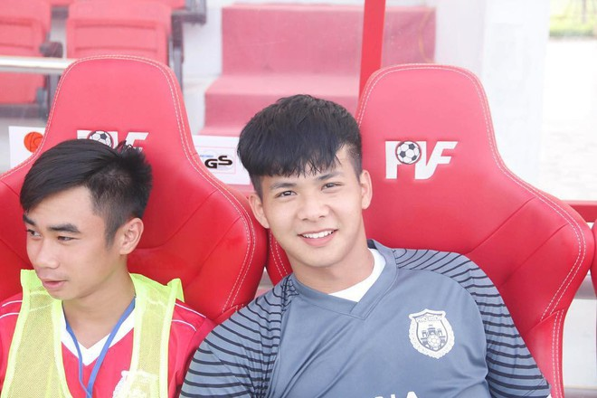 Chàng thủ môn của U19 Việt Nam điển trai, tài năng không kém Bùi Tiến Dũng - Ảnh 1.