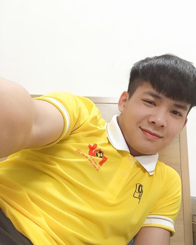 Chàng thủ môn của U19 Việt Nam điển trai, tài năng không kém Bùi Tiến Dũng - Ảnh 2.
