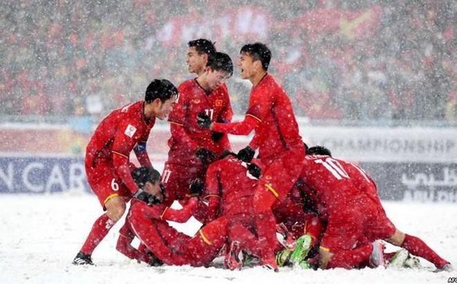 Chỉ trích U16 Việt Nam, còn ai nhớ U23 Việt Nam 'rũ bùn đứng dậy'?