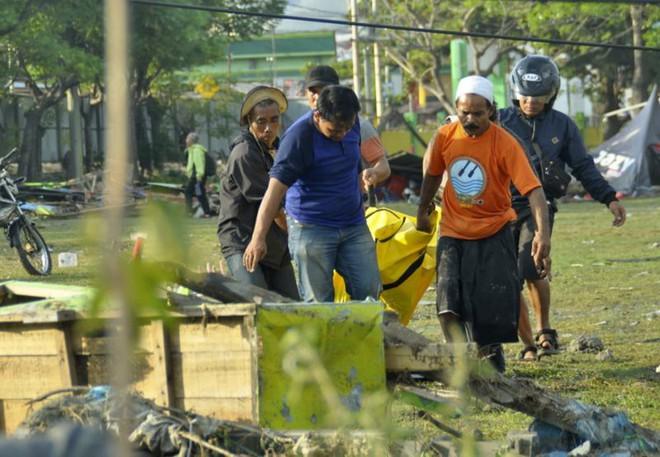 Ảnh: Indonesia tan hoang sau thảm họa động đất, sóng thần - Ảnh 1.