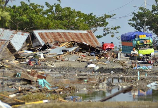 Ảnh: Indonesia tan hoang sau thảm họa động đất, sóng thần - Ảnh 5.