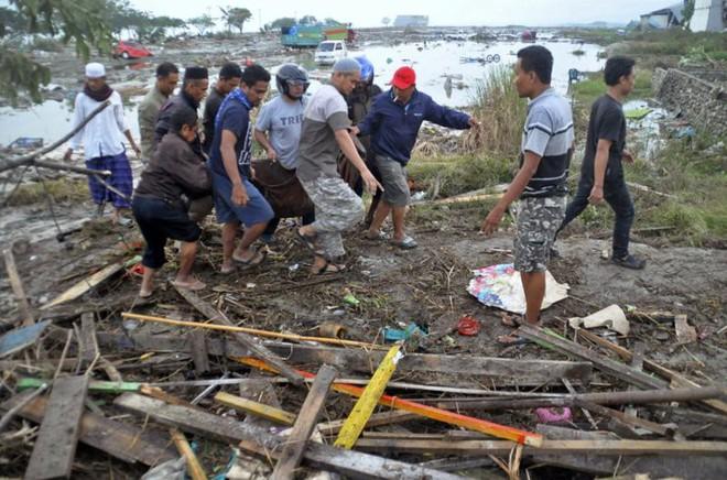 Ảnh: Indonesia tan hoang sau thảm họa động đất, sóng thần - Ảnh 6.