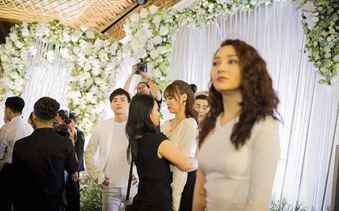 Sự thật về hình ảnh Hồ Quang Hiếu nhìn trộm Bảo Anh từ xa trong đám cưới Trường Giang