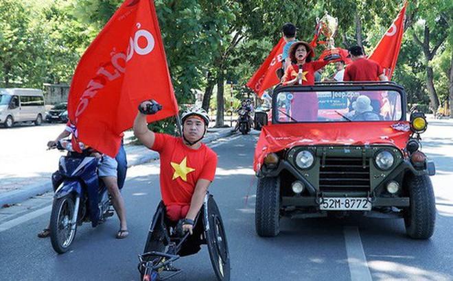 Trọng Đại cùng CĐV diễu hành chờ ngày tượng đài Thể Công trở lại V.League