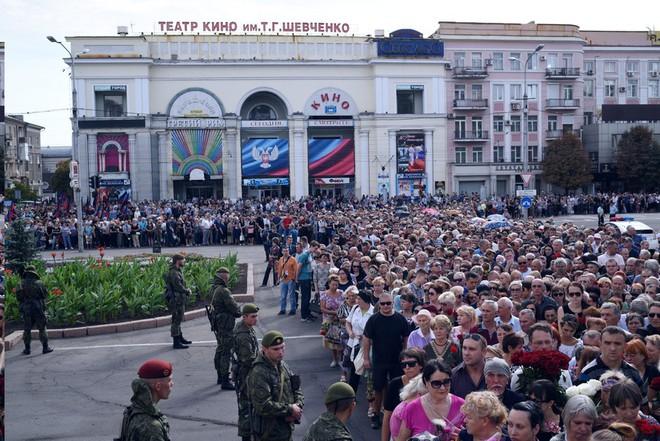 Đông Ukraine trước cuộc đổ máu mới sau vụ ám sát thủ lĩnh Donetsk - Ảnh 2.