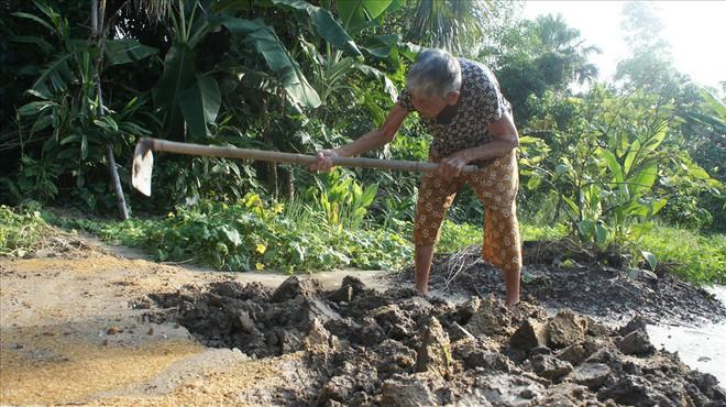 Cụ bà 98 tuổi mọc răng bất thường ở Hà Tĩnh - Ảnh 2.