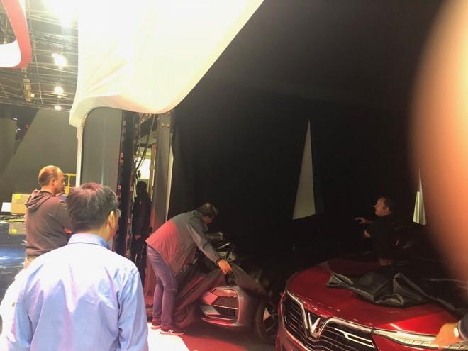 [Ảnh hot]: Cận cảnh 2 chiếc xe VinFast được đưa lên sân khấu Paris Motor Show 2018 - Ảnh 6.