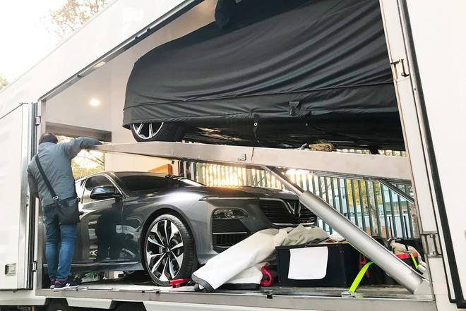 [Ảnh hot]: Cận cảnh 2 chiếc xe VinFast được đưa lên sân khấu Paris Motor Show 2018 - Ảnh 2.