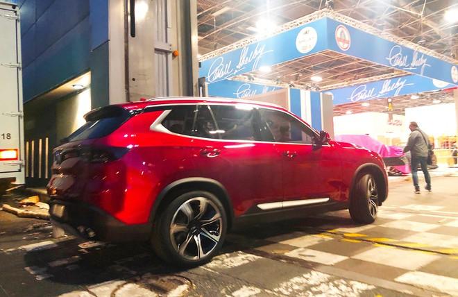 [Ảnh hot]: Cận cảnh 2 chiếc xe VinFast được đưa lên sân khấu Paris Motor Show 2018 - Ảnh 4.