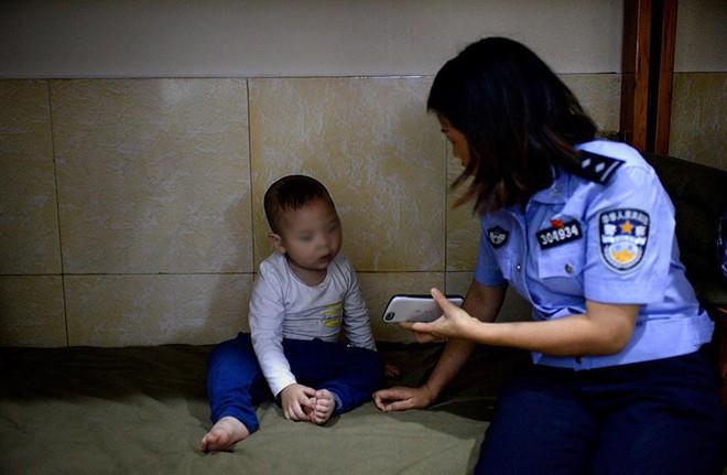 Những buổi thẩm tra đầy áp lực với các trẻ em bị xâm hại tình dục ở Trung Quốc: Ai đã hại cháu? Cháu đã bị chạm vào đâu? - Ảnh 2.