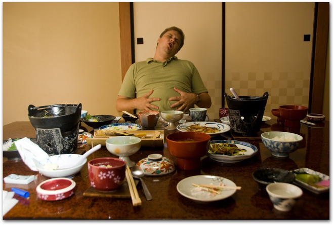Bữa tối quyết định tuổi thọ: 5 sai lầm phổ biến khi ăn tối khiến sức khỏe bị rút ngắn - Ảnh 3.