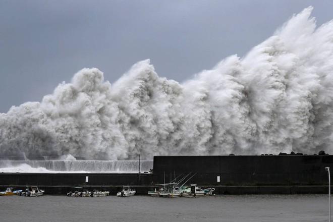 Siêu bão Jebi tấn công Nhật Bản: Thước phim dữ dội của The Guardian - Ảnh 5.