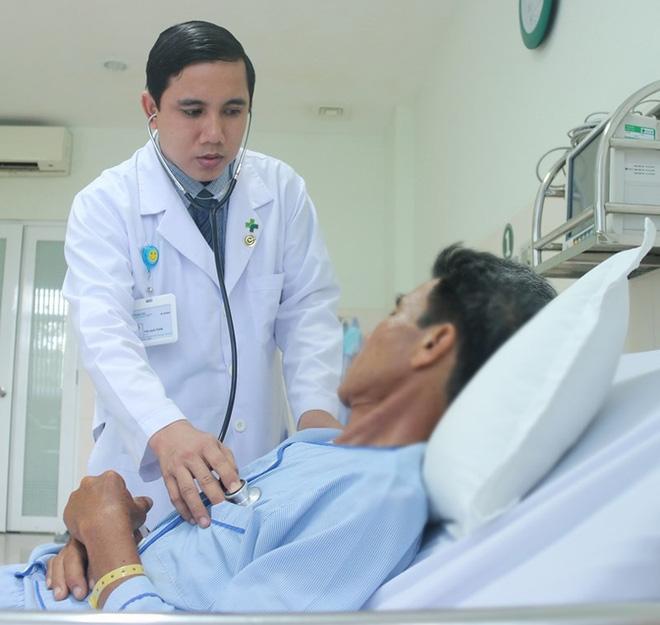Bệnh nhân vỡ tim, bác sĩ mổ cứu trước, báo gia đình sau - Ảnh 1.