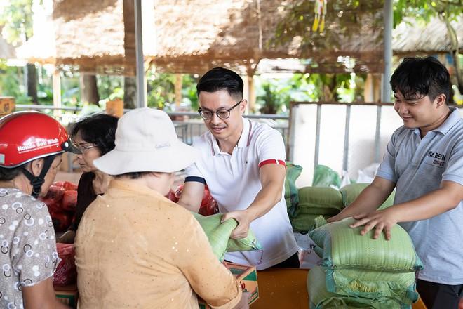 Hoa hậu Thu Hoài khoe vẻ gợi cảm hết cỡ khi sánh đôi cùng bạn trai doanh nhân - Ảnh 6.