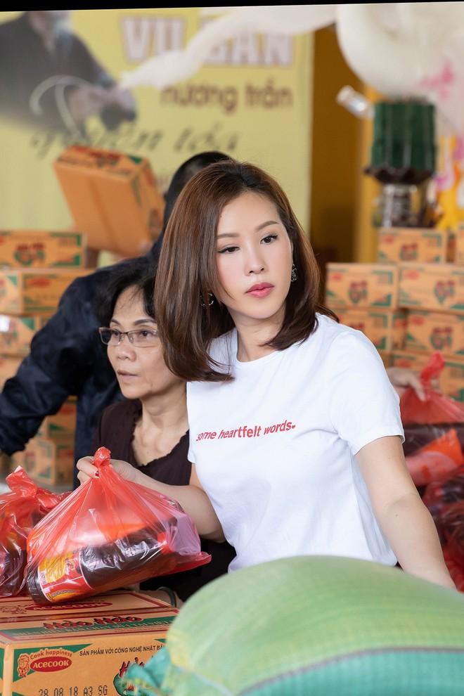 Hoa hậu Thu Hoài khoe vẻ gợi cảm hết cỡ khi sánh đôi cùng bạn trai doanh nhân - Ảnh 4.