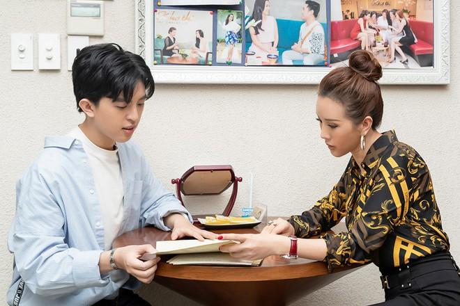 Hoa hậu Thu Hoài khoe vẻ gợi cảm hết cỡ khi sánh đôi cùng bạn trai doanh nhân - Ảnh 8.