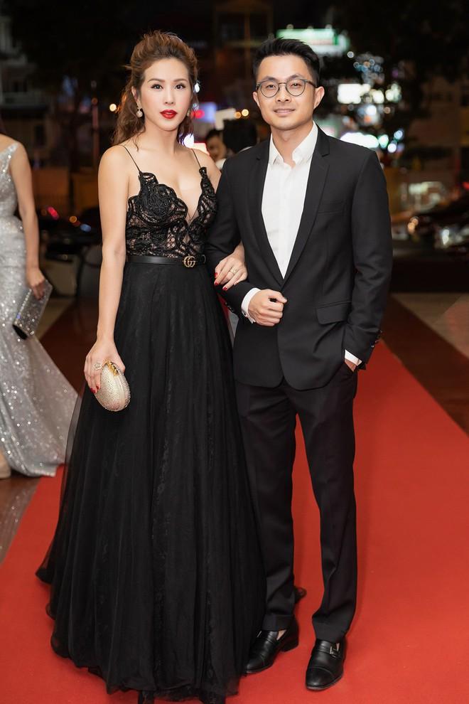 Hoa hậu Thu Hoài khoe vẻ gợi cảm hết cỡ khi sánh đôi cùng bạn trai doanh nhân - Ảnh 9.