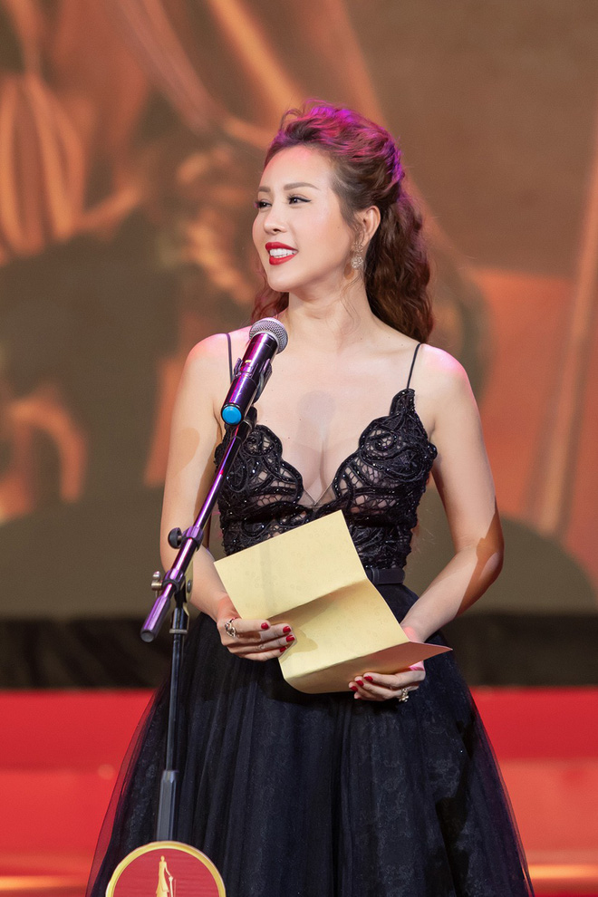 Hoa hậu Thu Hoài khoe vẻ gợi cảm hết cỡ khi sánh đôi cùng bạn trai doanh nhân - Ảnh 14.
